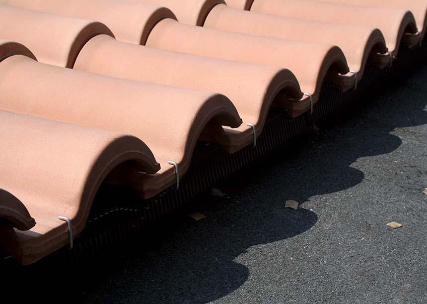griglia di partenza parapasseri con funzione portante e ganci di partenza prima tegole